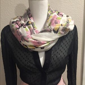 Pink and gray scarf ONLY 🔥🤩🤩